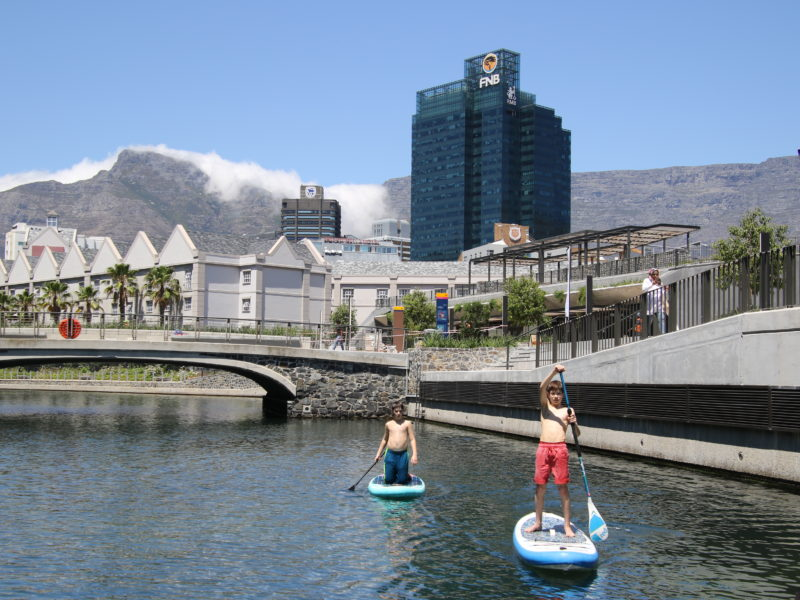 Cape Town, child friendly, things to do, parenting, kids activities, agaaain, outings, childhood, things to do, things to do with kids in Cape Town, things to do with kids near me, things to do with kids this weekend, kids activities this weekend, family adventures Cape Town, children's activities Cape Town, toddlers, stand up paddle boarding, SUP cape town, battery park, V&A waterfront, water sports,